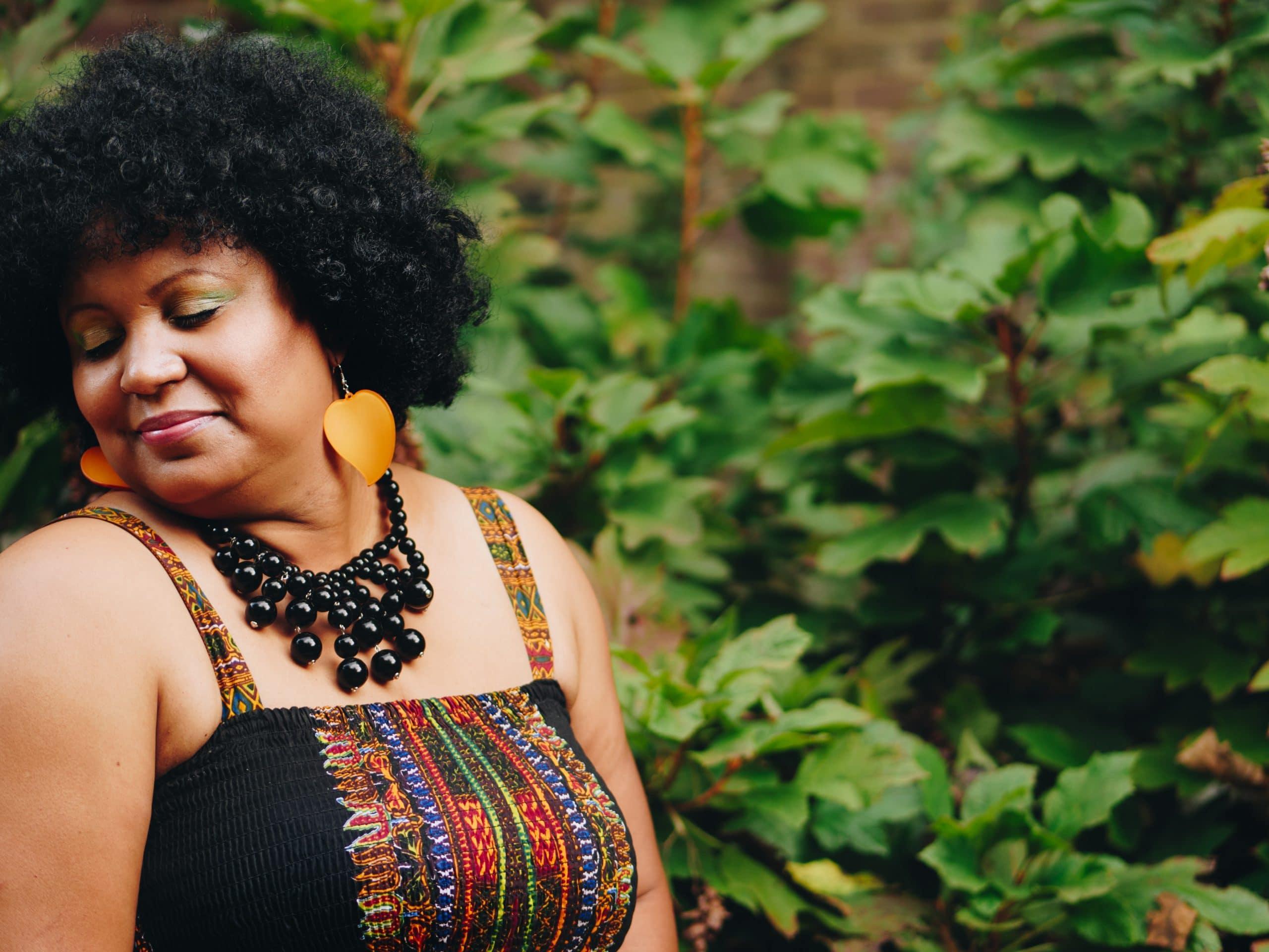 pour un look professionnel : assortissez vos chemises classiques à une jupe en tissu africain